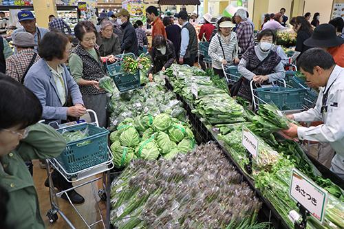 ファーマーズピアみどり店野菜売り場1.JPG