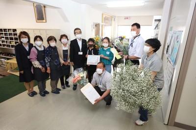 管内学校へ花を寄贈農業新聞.jpg