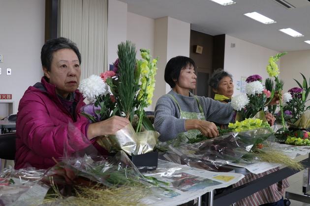 女性大学院諏訪市ブロック合同正月花 (2).JPG
