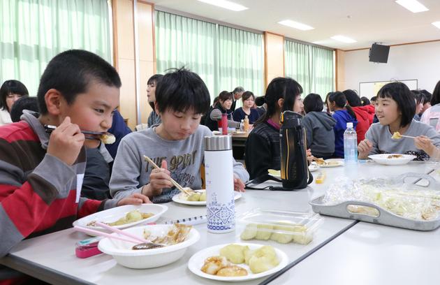 豊田小学校収穫祭.jpg