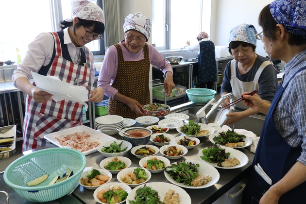 補助員料理教室.JPG