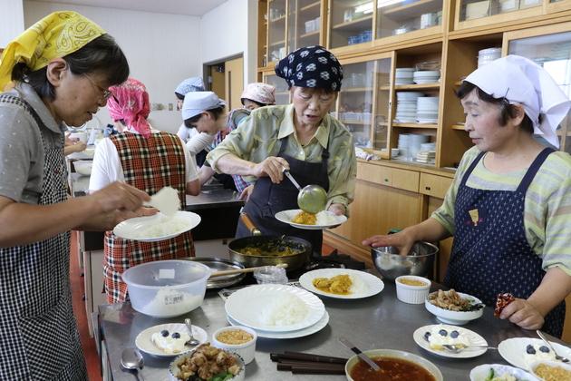 女性大学料理.JPG