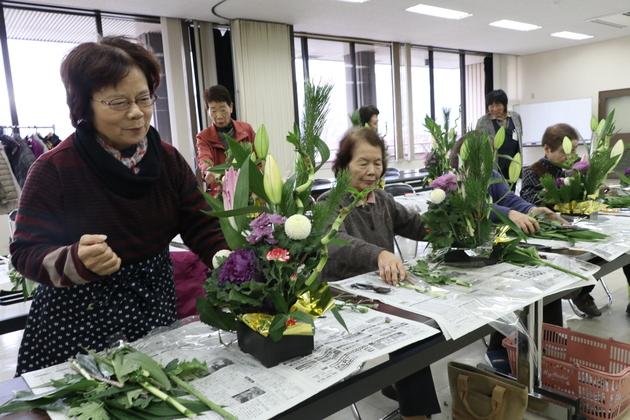 女性大学院諏訪市ブロック合同正月花.JPG