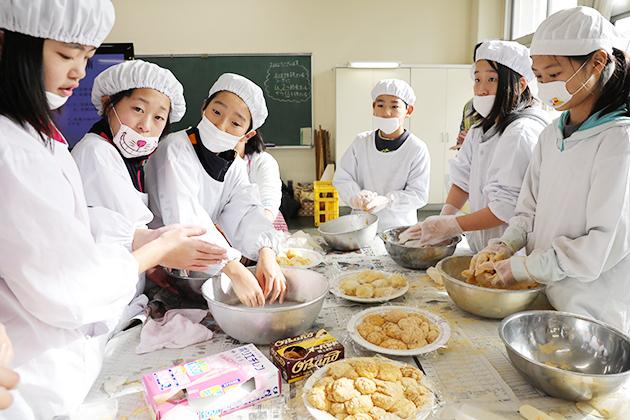 境小学校収穫祭3.JPG