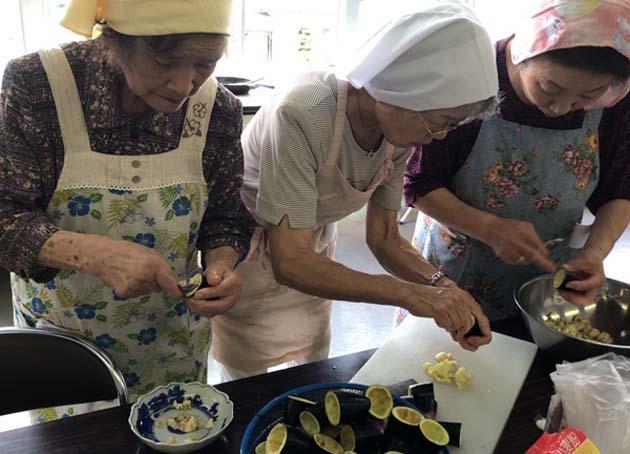 女性部有志で料理講習会2018.jpg